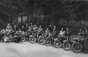 Lustig Motorradfahrer 20er Jahre